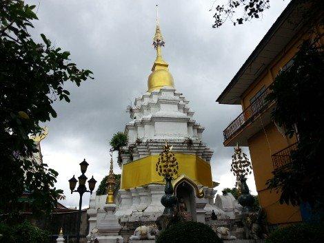 Chedi at Wat Mung Muang