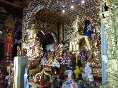 Shrine in the prayer hall at Wat Mung Muang