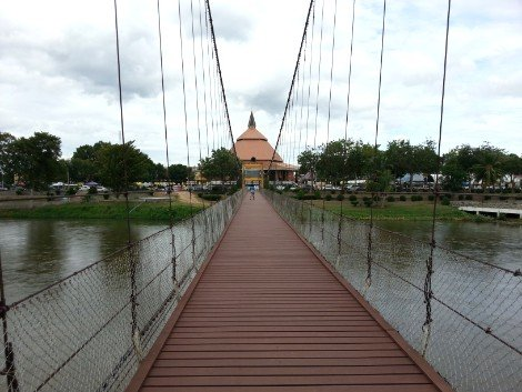 Walkway on the Rattanakosin 200 Year Anniversary Bridge