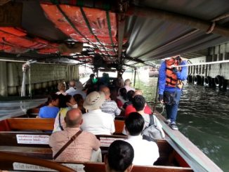 Khlong Saen Saep canal boat service in Bangkok
