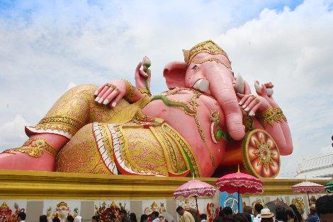 Pink Ganesh statue at Wat Saman Rattanaram