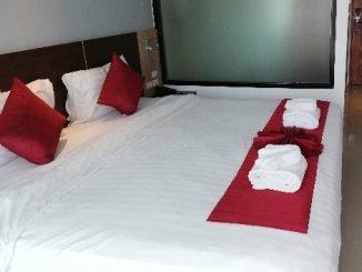 Bed at the Paripas Patong Resort